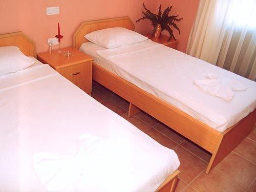 Mom's Hotel 3