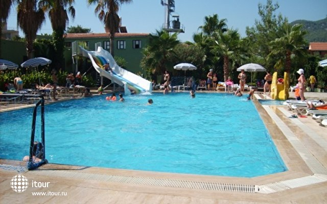 Larissa Inn Hotel 2