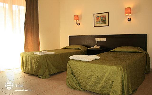 Larissa Inn Hotel 6