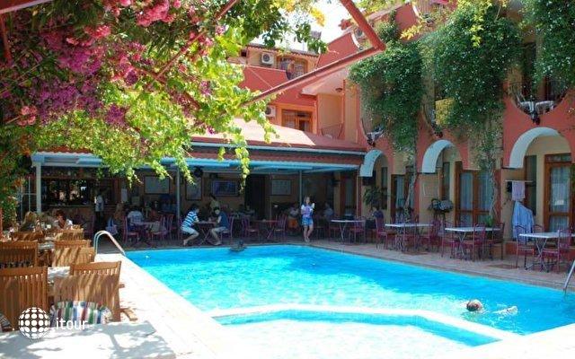 Britannia Hotel & Villas 8