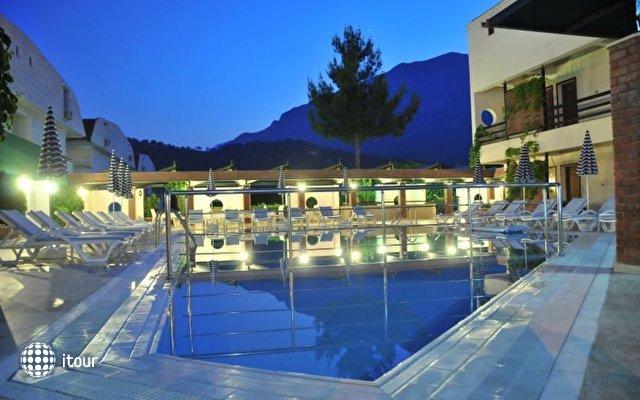 Hotel Feronia Hills 2