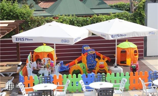 Armas Beach Hotel  10