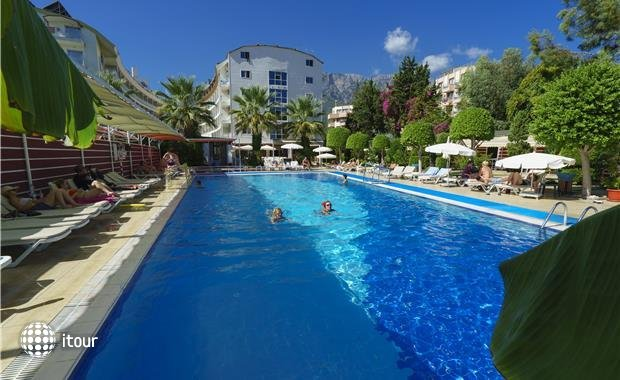 Armas Beach Hotel  2