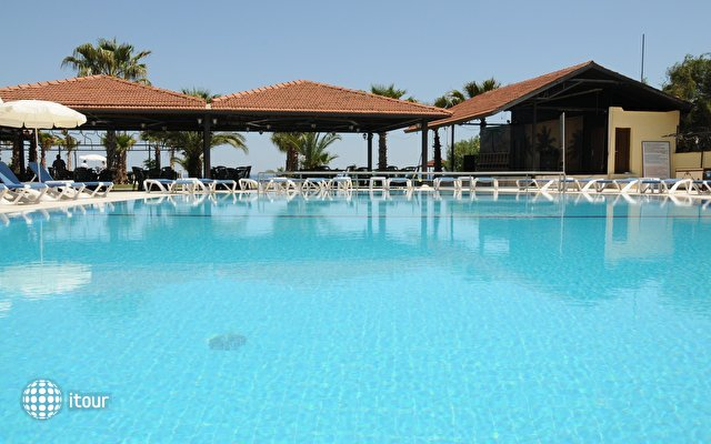 Club Akman Beach 3
