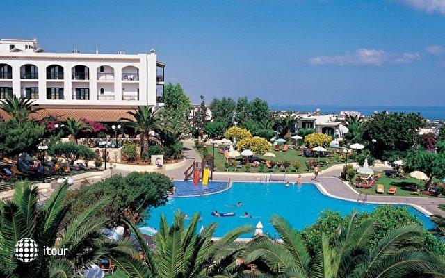 Club Hotel Delfino 5