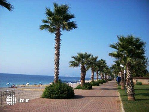 Kristal Beach Hotel 5