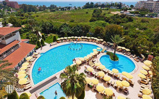 Febeach Resort & Spa 4