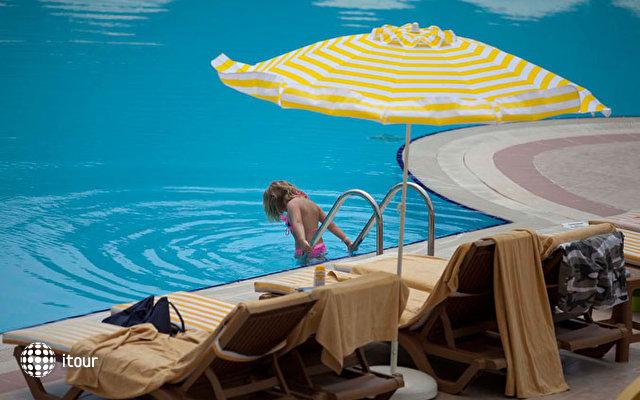 Febeach Resort & Spa 9