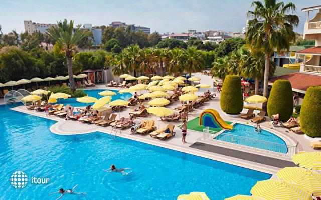 Febeach Resort & Spa 3