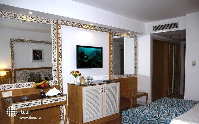 Crystal Waterworld Resort & Spa 10