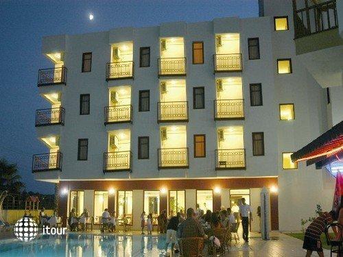 Riverside Hotel 4