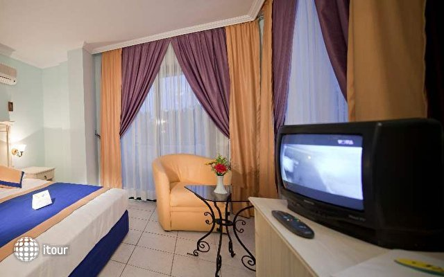 Sandy Beach Hotel 10