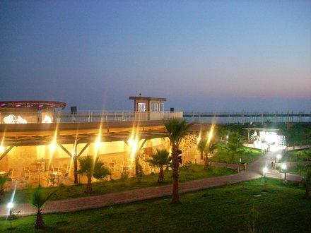 Sea World Resort & Spa 9
