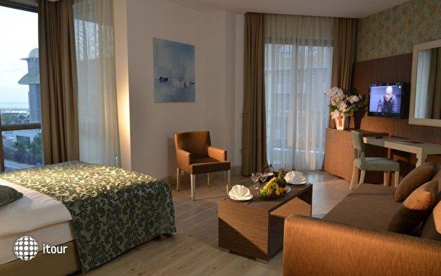 Port Side Resort 8
