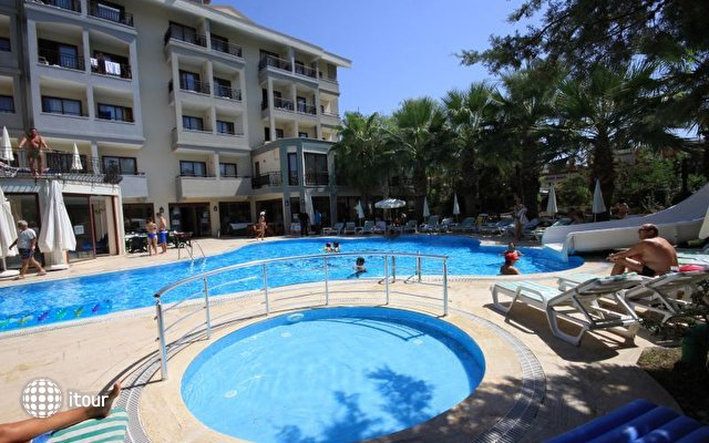 Hera Beach Hotel 6