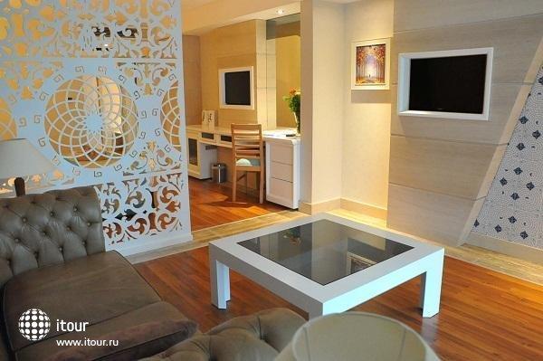 Crystal Sunset Luxury Resort & Spa 9