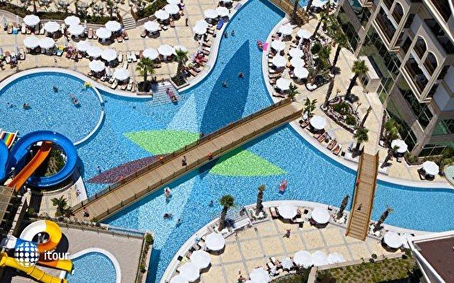 Crystal Palace Luxury Resort & Spa 3