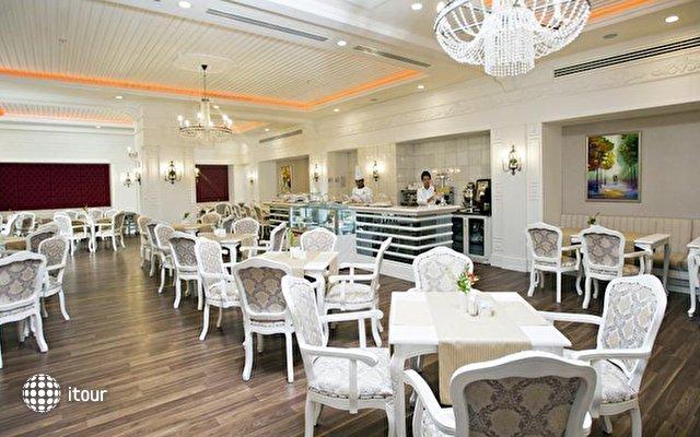 Crystal Palace Luxury Resort & Spa 9