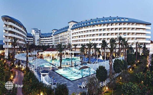 Crystal Admiral Resort Suites & Spa 1