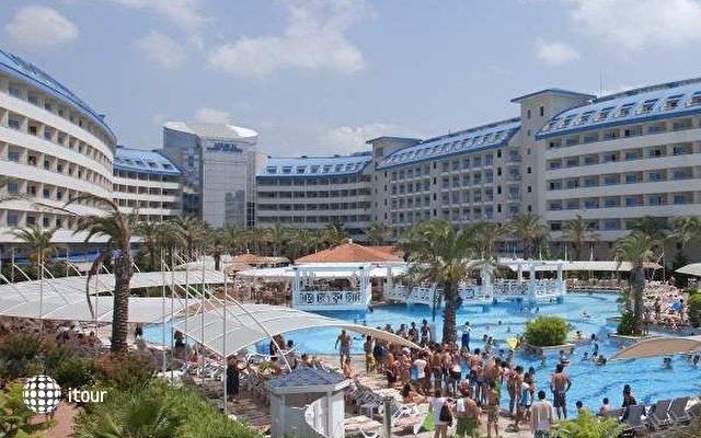 Crystal Admiral Resort Suites & Spa 2