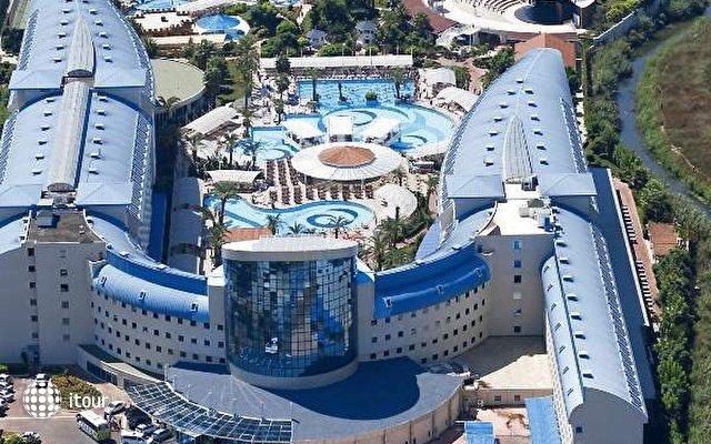 Crystal Admiral Resort Suites & Spa 3