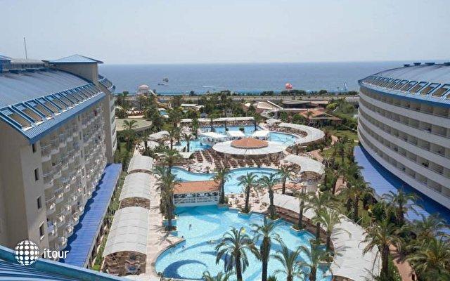 Crystal Admiral Resort Suites & Spa 4