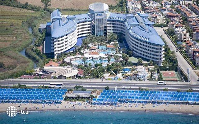 Crystal Admiral Resort Suites & Spa 5