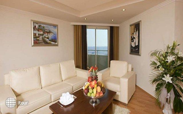 Crystal Admiral Resort Suites & Spa 8