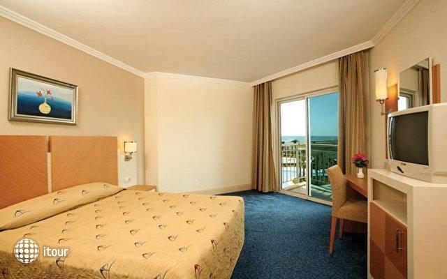 Crystal Admiral Resort Suites & Spa 9
