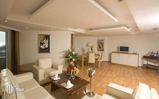 Crystal Admiral Resort Suites & Spa 10