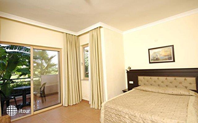 Lyra De Luxe Hotel 9