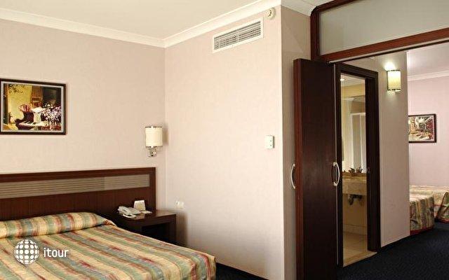 Lyra De Luxe Hotel 10