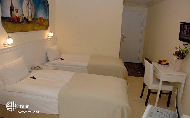 The Constantine Hotel 10