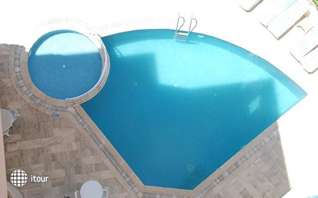 Blue Dream Hotel 4