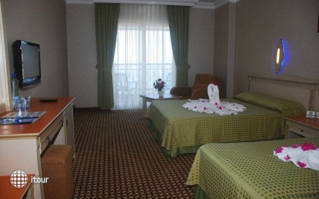 Holiday Park Resort Hotel 4