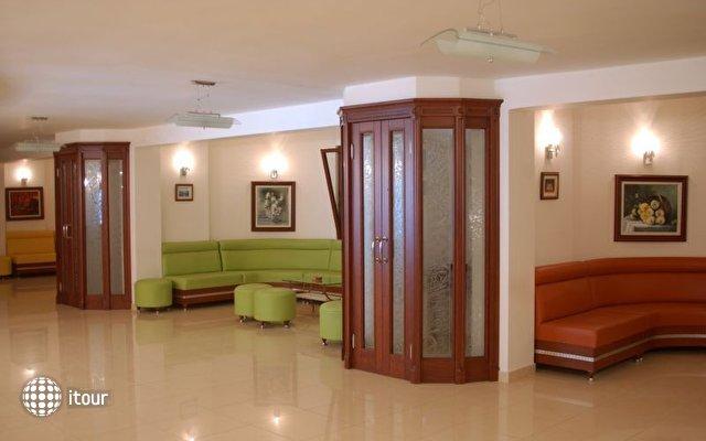 May Garden Club Hotel 4