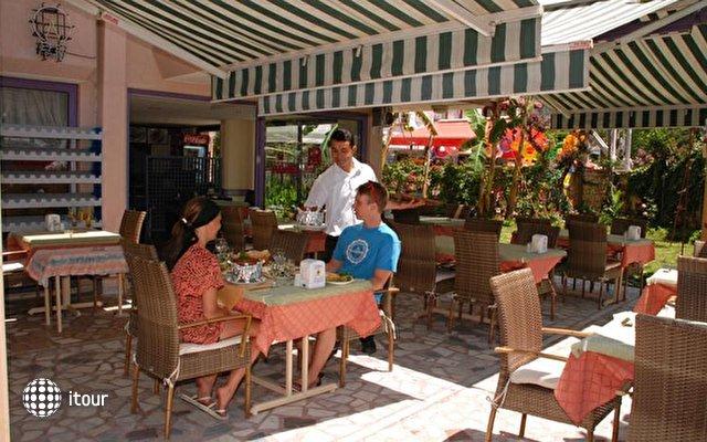 Rosella Hotel 8