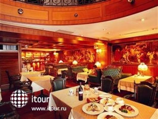 Club Boss Hotel 5