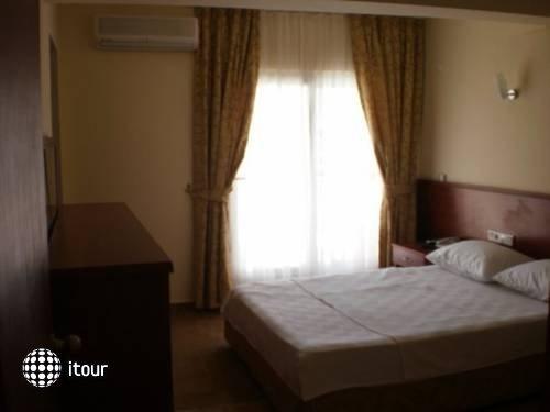 Glory Hotel 8