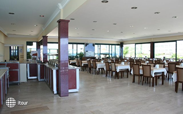 Class Beach Hotel 10