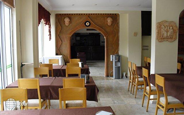 Anerissa Hotel 5