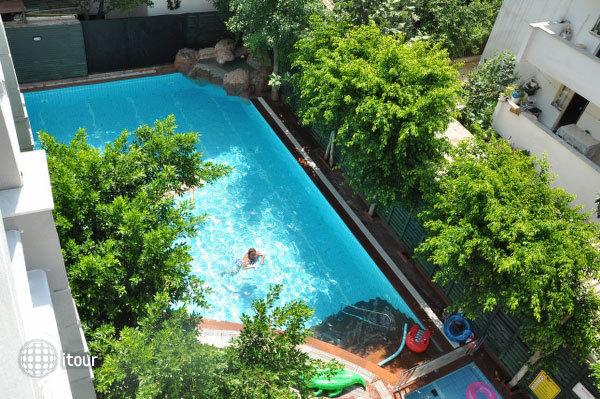 Blue Lagoon Apart Hotel 8