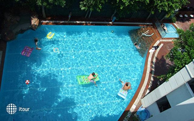 Blue Lagoon Apart Hotel 10