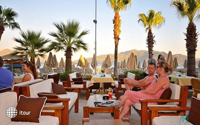 Maris Beach Hotel 2