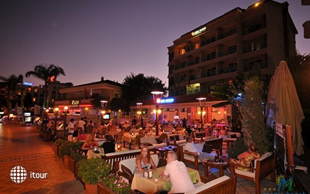 Maris Beach Hotel 10