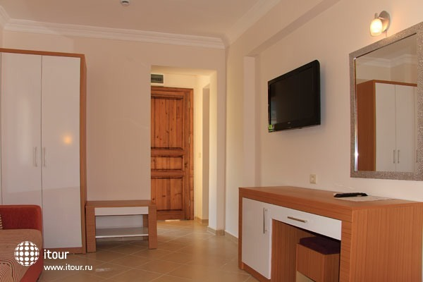 Perdikia Hill Hotels & Villas 10