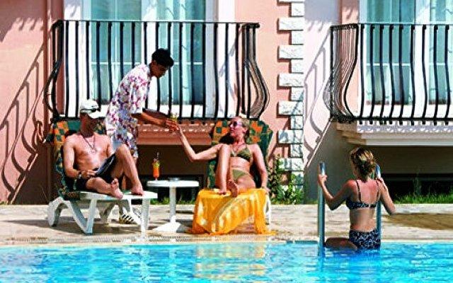 Pelin Hotel 10