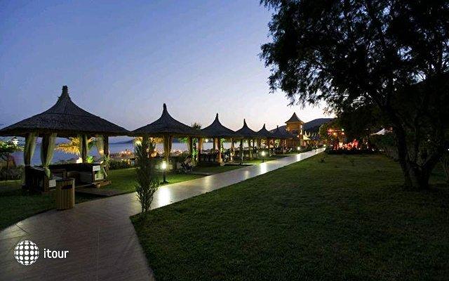 Latanya Beach Resort 2