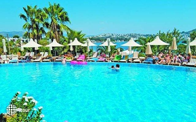 Costa 3s Beach Hotel 3