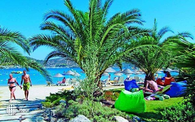 Costa 3s Beach Hotel 4